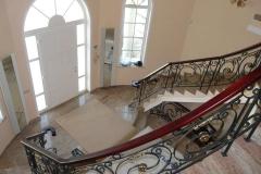 Парапет за стълбище във фоайе 9017