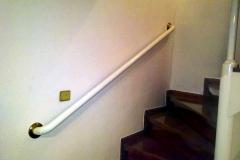 Бяла метална ръкохватка за стена 9058